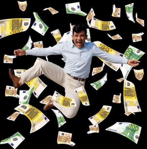 Mann schwimmt in Geld, Online Marketing, die Erfolgreichsten, die Millionäre,