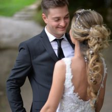FamilienCoach - junges Hochzeitspaar frisch vermählt lächeln verliebt